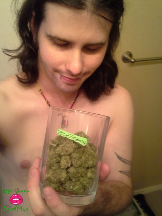 Mr. NiceGuy Selfie No. 1008 - VOTE for this Marijuana Selfie!