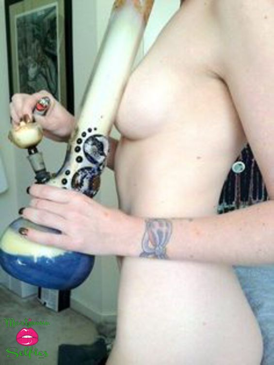 Anonymous Selfie No. 1396 - VOTE for this Marijuana Selfie!