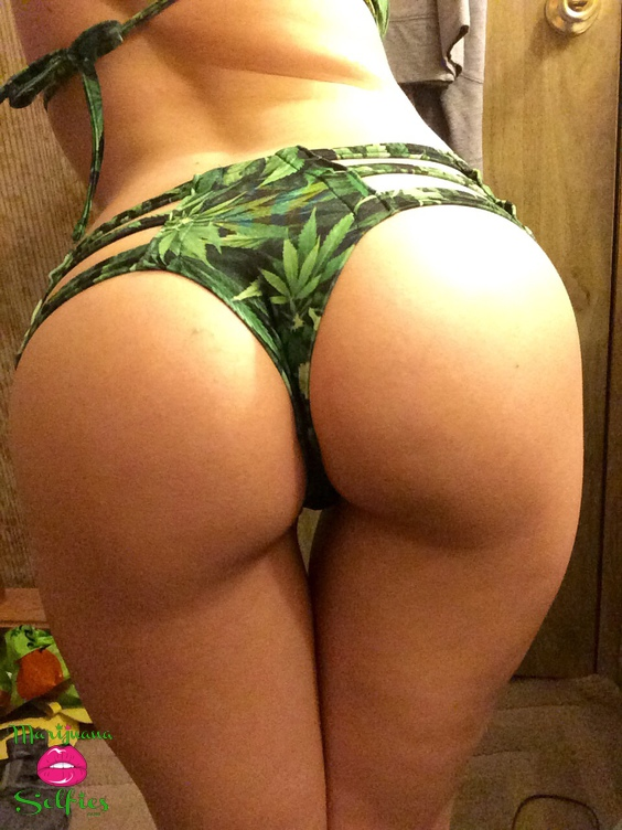 Anonymous Selfie No. 1557 - VOTE for this Marijuana Selfie!