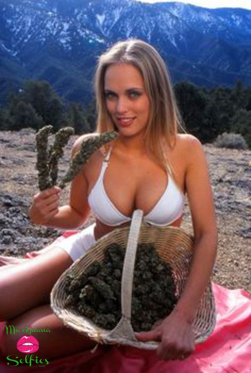 Anonymous Selfie No. 2380 - VOTE for this Marijuana Selfie!