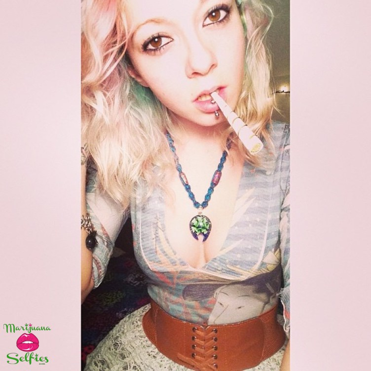 Anonymous Selfie No. 2598 - VOTE for this Marijuana Selfie!