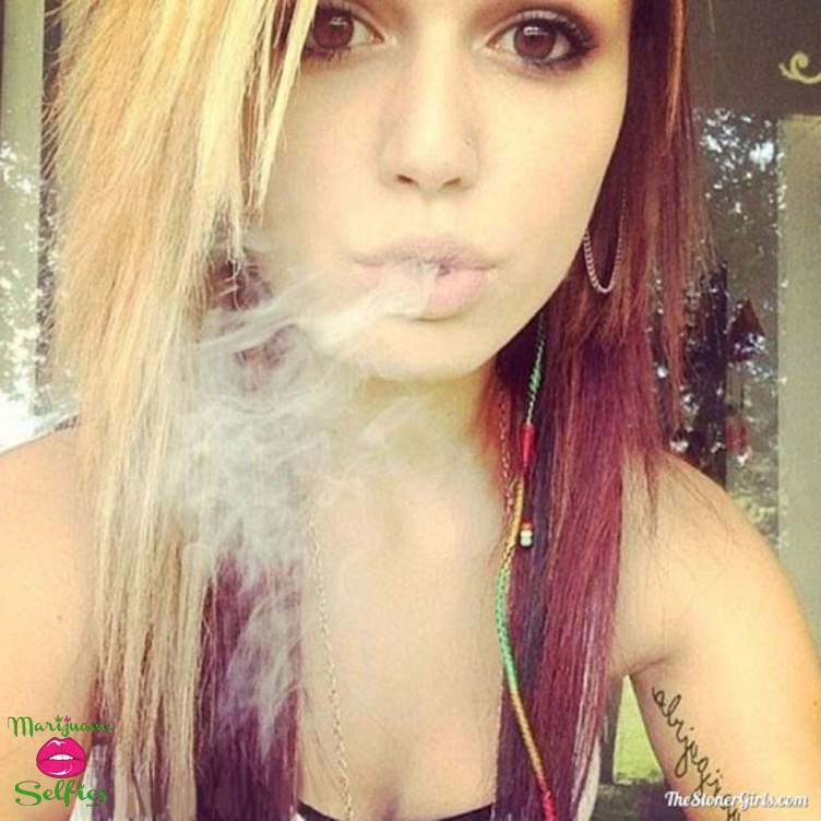 Anonymous Selfie No. 2859 - VOTE for this Marijuana Selfie!