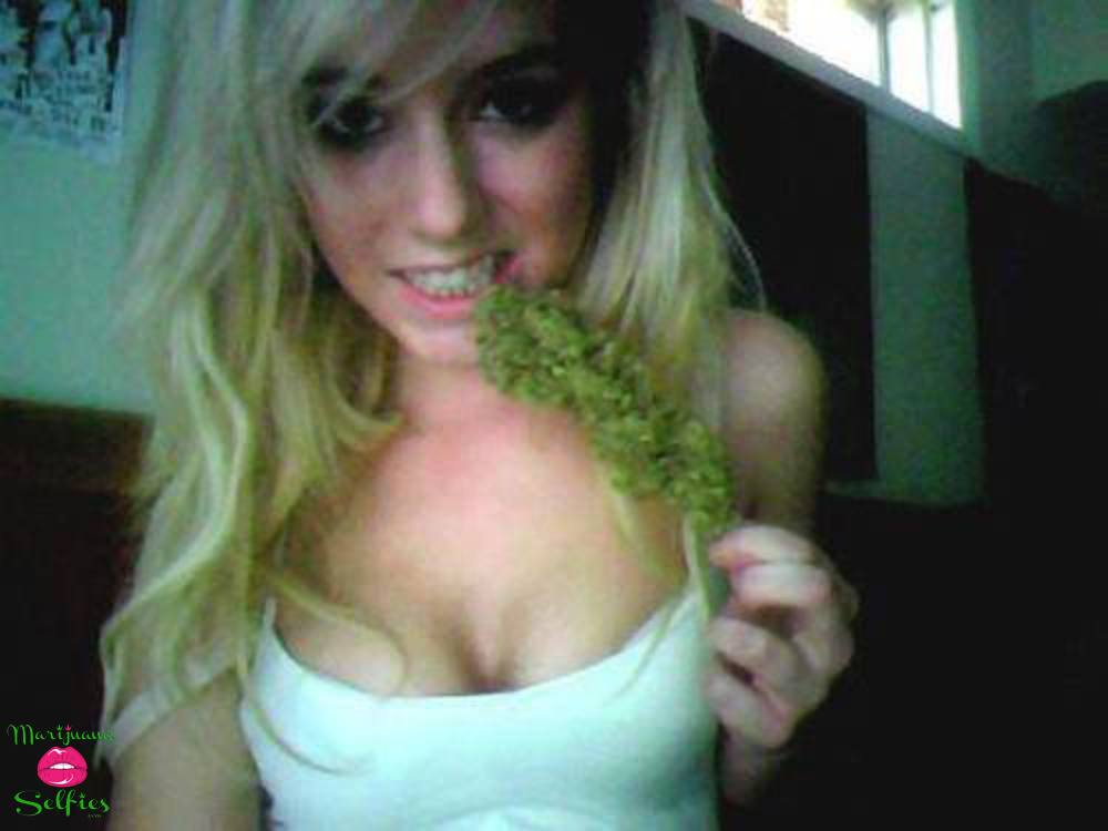 Anonymous Selfie No. 2860 - VOTE for this Marijuana Selfie!