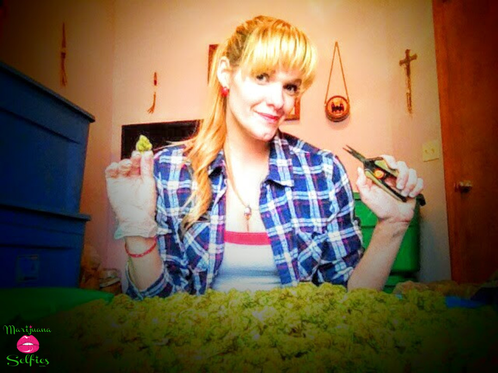 Natalie Lindsay Selfie No. 2965 - VOTE for this Marijuana Selfie!