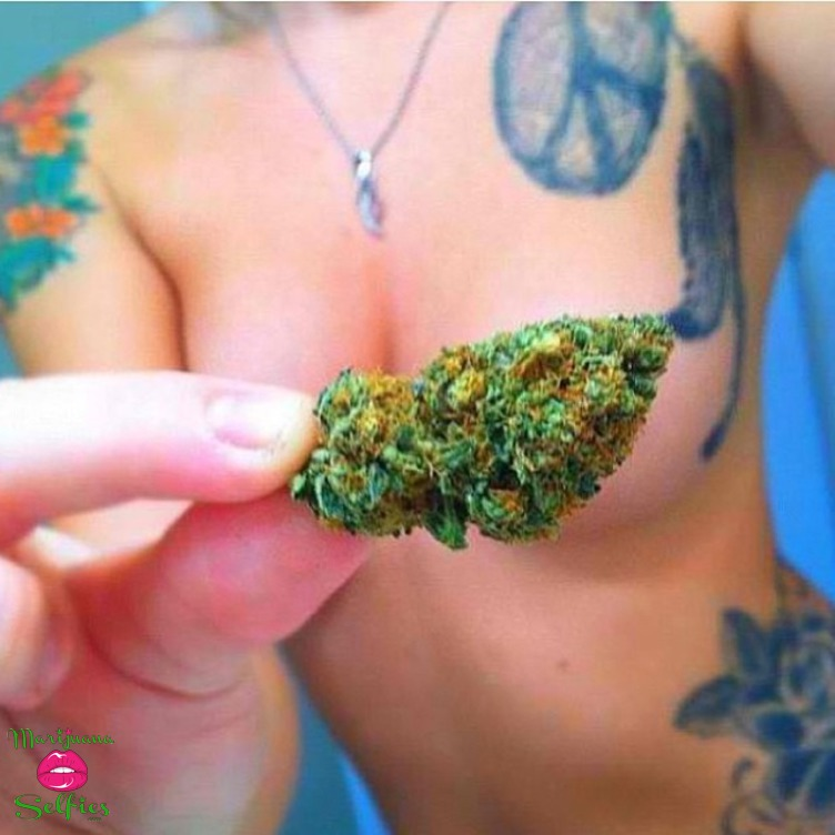 Anonymous Selfie No. 4158 - VOTE for this Marijuana Selfie!