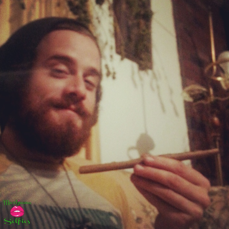 Earl OfBlunt Selfie No. 417 - VOTE for this Marijuana Selfie!