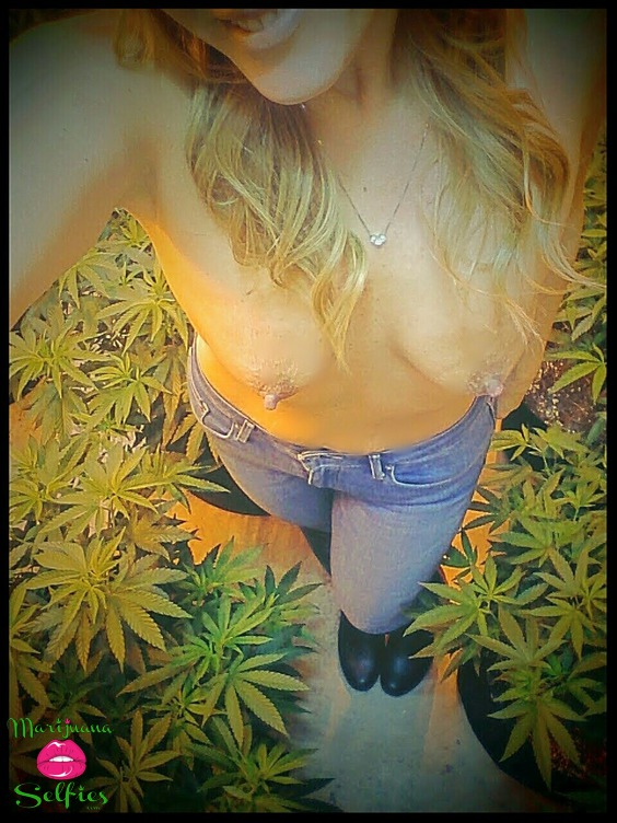 Jen 💋 Selfie No. 4564 - VOTE for this Marijuana Selfie!