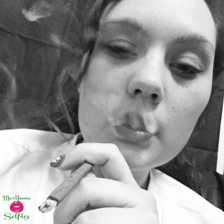 Laena Vee Selfie No. 672 - VOTE for this Marijuana Selfie!