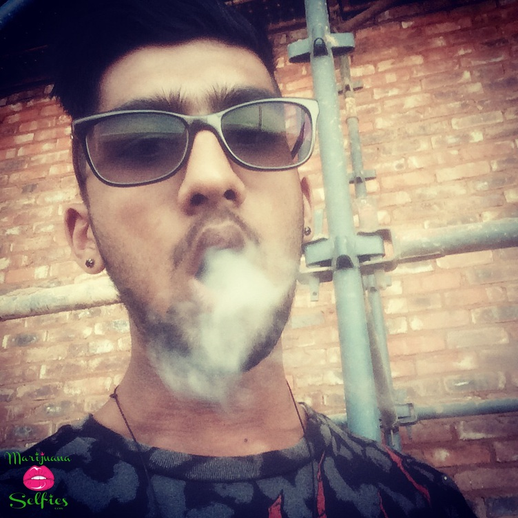 Maliq Cyber Selfie No. 812 - VOTE for this Marijuana Selfie!