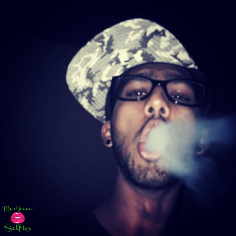 Maliq Cyber Selfie No. 817 - VOTE for this Marijuana Selfie!